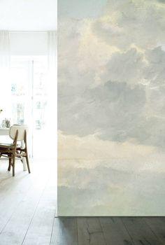 Behang van KEK Amsterdam. De KEK Amsterdam oude wolken-serie is er en diverse afmetingen en varieert van 194 tot 389 cm breed.Behangboek in winkel aanwezig!