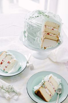 Strawberry and Thyme Layered Vanilla Cake (vanilla bean cake, thyme syrup, strawberries and cream, marshmallow frosting) serves 12 Frosting Recipes, Cupcake Recipes, Cupcake Cakes, Dessert Recipes, Cake Base Recipe, Vanilla Bean Cakes, Love Cake, Cake Pop, My Dessert