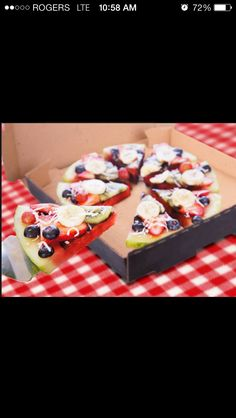 Watermelon pizza, fruit on top of the sliced melon, and toasted coconut sprinkled over for the look of cheese. No Gluten to worry about! Pizza Snacks, Eat Pizza, Pizza Food, Kids Pizza, Local Pizza, Kid Snacks, Fruit Snacks, Good Food, Yummy Food