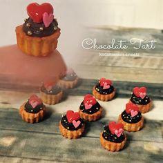3種のプチタルトのひとつ。 コラボ商品のやつで、ハートのトレーの上に乗ります。 ******* 焦れば焦るほど失敗続きで 「どうしようバレンタイン間に合わないかも」と苦悩する日々です。 困ったな #バレンタイン2017 #チョコレート #プチタルト #miniature #clay #food#fake#ミニチュアフード#フェイクスイーツ#スイーツデコ#sweets#樹脂粘土#ハンドメイド#ミニチュア#handmade#dollhouse#ドールハウス#claycraft#シルバニア#kodamama