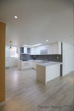 양천구 목동아파트 인테리어 롯데캐슬 위너 아파트 리모델링 - 이지디자인 □ □ □ ■ ■ ■ 양... Cuisines Design, Downlights, Small Spaces, Home Furniture, Living Room Decor, House Design, Interior Design, Lighting, Kitchen