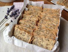 Recept na Ořechové suchárky z kategorie snadno a rychle, pro začátečníky: Na dva plechy suchárků (cca 80 ks) si připravte:   4 velké bílky (cca 130 g)...
