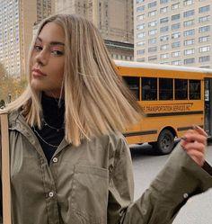Carré long : les 30 plus belles façons de l'adopter ! - hair - Welcome Hair Design Cabelo Inspo, Straight Hairstyles, Cool Hairstyles, Braid Hairstyles, Teenage Hairstyles, Daily Hairstyles, Blonde Hairstyles, Blunt Cut Hairstyles, Female Hairstyles