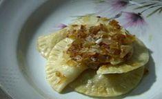 מתכון לורניקס: כיסוני בצק בדיוק כמו אצל סבתא שלנו, עם בצק דק שמקבל טיגון קליל בחמאה, מילוי תפוחי אדמה קלאסי וגולת הכותרת: הבצל המקורמל, שעושה את כל המנה