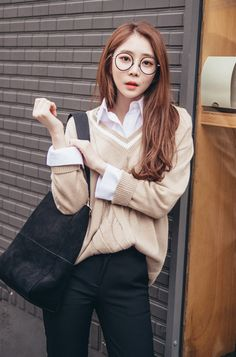 Basic White Button Up Shirt CHLO.D.MANON | #nerdy #circle #glasses #schoolgirl #college #dailylook #kstyle #koreanfashion #falltrend #autumnlook #young #seoul #kfashion
