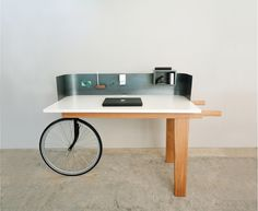 Desk with Bicycle wheel Bureau met fietswiel