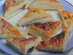 Peynirli börek tarifleri için öneride bulunmak gerekirse; lahana ve peynir sevenlerin kesinlikle reddedemeyecekleri peynirli lahana tarifi sanırız en uygun peynirli börek tariflerinden biri olurdu. Peynirli lahanalı börek tarifi için ekli linki ziyaret edebilirsiniz. http://www.ustalardanyemektarifleri.net/214-lahana-boregi-tarifi.html