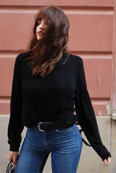 H / Laura Matuszczyk