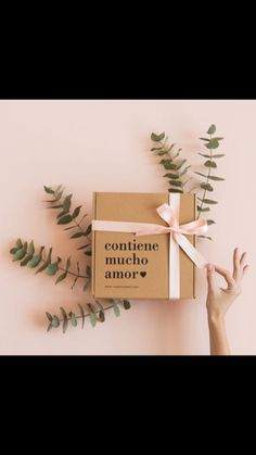 Wrap each of your December gifts similar to qualified due to this simple simple handbook using these tips. Packaging Carton, Gift Packaging, Love Gifts, Diy Gifts, Graphisches Design, Packaging Design Inspiration, Jewelry Packaging, Boyfriend Gifts, Envelopes