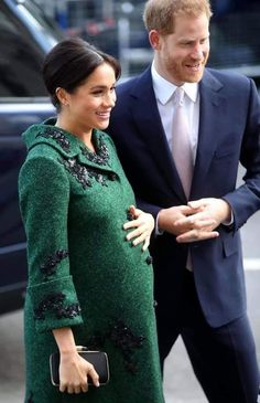 As Prince Harry and Meghan Markle prepare to welcome their royal baby, we debunk all the rumours that have been whirling, from the Duchess having a home birth to Meghan expecting twins Prince Harry Et Meghan, Meghan Markle Prince Harry, Princess Meghan, Harry And Meghan, Serena Williams, Windsor, Beckham, Prinz Charles, Prinz Harry