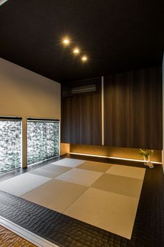 Like the idea of tatami mats surrounded by leather Japanese Architecture, Interior Architecture, Interior Design, Japanese Modern, Japanese House, Japan Room, Washitsu, Tatami Room, Japan Interior