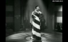 "Margo Lion nel film ""Nie wieder Liebe!"" (1931). #cabaret #Kabarett #Berlin #bw #vintage #retro #dress #fashion #parallel #lines #bw #gloves #operagloves #spotlight"