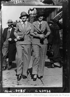 Sarah Williams et Minnie Stephans se promenant à Washington en tenue masculine (1933) photographie de presse