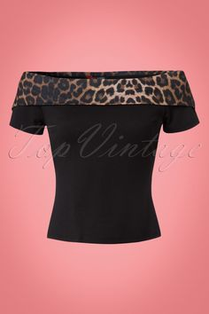 Bring out your inner sassy lady with this 50s Panthera Top in Leopard!Sexy, playful and so comfy. She features short sleeves and a contrasting fold over collar with leopard print which can be worn off-shoulder for an extra spicy look. Made from a soft, stretchy, black fabric for a lovely fit. Life is too short to wear boring tops ;-) Fitted top Short sleeves Fold over collar Can be worn off-shoulder Long enough to pair with regular trousers