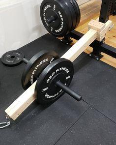 A belt squat from Home Made Gym, Diy Home Gym, Home Gym Decor, Best Home Gym, Homemade Gym Equipment, Diy Gym Equipment, No Equipment Workout, Trx Gym, Crossfit Home Gym