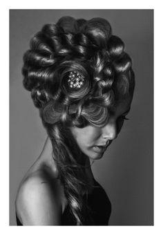 """Penteado vencedor de Portugal do Concurso Style Masters 2014: Penteada: Rosa Ferreira de cabeleireiros Rosita  modelo :Diana Ribeiro . fotografo :Carlos Teixeir O nome da minha criação é """" Beleza de uma rosa """"......eu quis dar a forma de uma rosa com pé e espinhos ....a rosa completa !! Inspirei me na beleza e na dor ...por isso a rosa que é a beleza ...o pé e os espinhos simboliza a nossa vida e as dores por que passamos na vida ...""""""""Apesar dos espinhos a vida nos oferece flores""""."""
