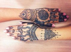 Henna tattoo, aka Mehndi, is a type of temporary inkart and very common in Middle Eastern and South Asian countries. Henna Tattoo Hand, Henna Tattoo Designs, Henna Tattoos, Mehndi Designs, New Tattoos, Mehendi, Mehndi Art, Henna Mehndi, Henna Art