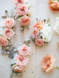 Flower combs for the bridesmaids made of pink roses. We will create a wedding flower decor of your dreams: saholany.com/ #saholaflowers #weddingdecor #flowerstagram #newyorkflorist #nyfloris #newyorkwedding #newyork