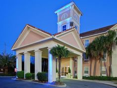Fairhope (AL) Holiday Inn Express Fairhope - Point Clear United States, North America Ideally located in the prime touristic area of Fairhope, Holiday Inn Express Fairhope - Point Clear promises a relaxing and wonderful visit. The hotel has everything you need for a comfortable stay. Free Wi-Fi in all rooms, laundry service, dry cleaning, safety deposit boxes are just some of the facilities on offer. Some of the well-appointed guestrooms feature non smoking rooms, air conditio...