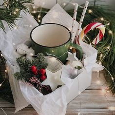 baskets diy Basket Diy Gift Hot Chocolate New Ideas Merry Christmas And Happy New Year, Best Christmas Gifts, Holiday Gifts, Christmas Crafts, Christmas Gift Boxes, Hygge Christmas, Hot Chocolate Gift Basket, Chocolate Gifts, Homemade Gifts