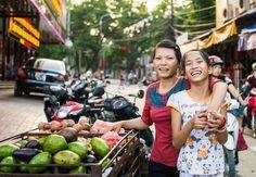 Туристическая отрасль во Вьетнаме хорошо развита, развёрнута обширная сеть рынков, магазинов и торговых центров.