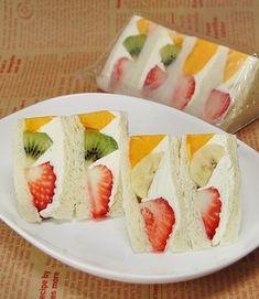 K Food, Food Art, Japanese Drinks, Japanese Food, Japanese Sandwich, Fruit Sandwich, Sandwiches, Jelly Cake, Clean Eating Breakfast