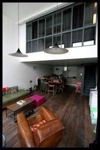 Ici la cuisine se fait plus discrète, implantée différemment, et l'espace repas prend plus d'importance.http://www.maison.com/architecture/portraits/camille-hermand-architecte-ecoute-7580/galerie/34565/