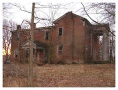 This old home is on Old 150 or Old Crab Orchard Pike near the Walnut Flat area, Lincoln County, KY.