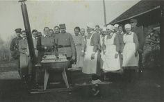 Lotta Svärd Yhdistys - President Svinhufvud inspecting a Lotta Field Kitchen Military Positions, Finnish Women, Air Raid, Defence Force, Women In History, Armed Forces, World War Two, First World, Finland