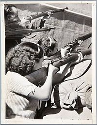 "fnhfal: "" Spanish Civil War Women at the Siege of the Alcázar in Toledo "" Women In History, World History, World War, History Images, Women In Combat, Foto Madrid, World Conflicts, The Siege, Female Soldier"