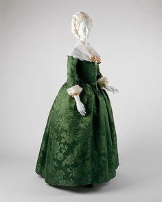Robe à l'Anglaise 1765- beautiful emerald green brocade and lace shawl.