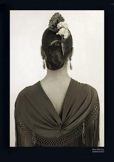 Flamenco dancer's shawl and hair pieces Flamenco Dancers, Belly Dancers, Flamenco Party, Spanish Dance, Spanish Style, Anna Karenina, Dance Movies, Holiday Costumes, Bollywood