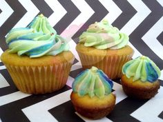 Vanilla Cupcakes and Minicupcakes, filling with caramel. #Cupcake #Minicupcake #Caramel #Buttercream #Vanilla #PopCake #Popcaketizate