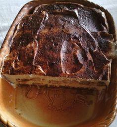 Tiramisu ohne Ei und Mascarpone :)  Einfach nur die Löffelbiskuits mit einer Mischung aus Amaretto und Espresso beträufeln. 250g Frischkäse und 250g Quark mit 75g Zucker verrühren. 1 Flasche Rama Cremefine (zum Schlagen) aufschlagen und unter die Quarkmasse geben. Die Creme auf die Biskuits streichen. Noch eine getränkte Biskuitreihe drüberlegen. Dann eine zweite Cremeschicht drauf verteilen und mit Kakaopulver bestreuen. Für etwa 2 Stunden in den Kühlschrank stellen. Fertig!!