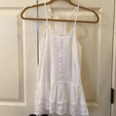 Mossimo Top EUC Pretty white crinkle cotton with lace trim. Super cute!  Only worn once. Mossimo Supply Co. Tops Camisoles