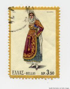 Από την Κρήτη ως την Ήπειρο: Οι παραδοσιακές ελληνικές φορεσιές που έγιναν γραμματόσημα και ταξίδεψαν σε ολo τον κόσμο