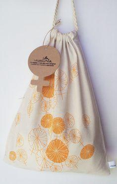 Casatinta / BAÑO Dispenser de protectores femeneinos estampado en serigrafía con tintas al agua. Estampa naranja pastel