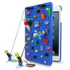 遊び心に溢れ、楽しくクリエイティブになりそうな1st GenerationのiPad miniケースで日頃から想像力を豊かにしませんか!?  - SmallWorks - が開発したiPad miniは誰もが子供の頃一度は遊んだことがあるはず、レゴのブロックや人形が付けられる凸凹の板をケースに使っているという驚き満載のアイテム。しかもこちらのアイテムは暗闇で光ります!  ブロックを付け合わせてスタンドを作ったり、模様を作ったり、旅行の移動中に子供といっしょにレゴをして遊んだり、想像力をかき立てる楽しさが沢山詰まったアイテムとなっております。 また、見た目だけでなく、iPad miniをしっかり衝撃や汚れから守ってくれます。 見ていても使っても楽しいアイテムはプレゼントにもオススメ♫  □サイズ:iPad mini(1st Generation)対応サイズ ※Retina displayのiPad miniには対応しておりません。予めご了承ください。 ※レゴブロックは付属されておりません。