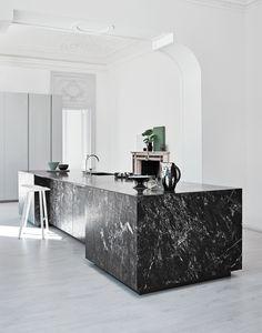 Modern Kitchen Interior Marmo Grey Saint Laurent_Laccato Cenere - Cesar has redesigned its Elle kitchen Modern Kitchen Interiors, Modern Kitchen Design, Home Decor Kitchen, Interior Design Kitchen, Kitchen Lamps, Modern Design, Luxury Kitchens, Cool Kitchens, Casa Kardashian