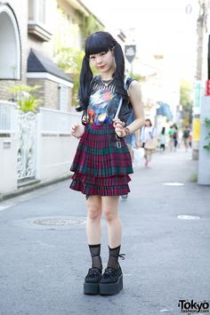 When we met Pi-chi in Harajuku, she was wearing a customized ZZ-Top sleeveless from Nadia #Harajuku w/ suspender #skirt (trendy in the last few months in Tokyo), #fishnet socks & creepers. More pics here!