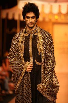 The Gentlemen's Foundation: Mumbai Fashion Week 2013 Indian Men Fashion, India Fashion, High Fashion, Mens Fashion, Ethnic Fashion, Fashion Models, Nikhil Thampi, Indian Man, Indian Ethnic