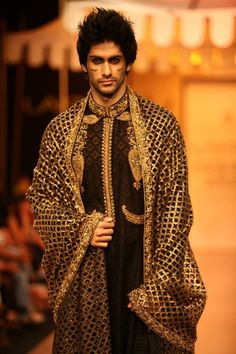 4 Lakme Winter 2013 Nikhil Thampi black and gold sherwani