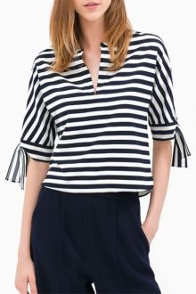 Shop the affordable Blue White Striped V-neck Half Sleeve Blouse from Tops collection that inspired by most covetable trends. Save your budget by purchasing your Blue White Striped V-neck Half Sleeve Blouse here! Blouse Styles, Blouse Designs, Blouse Sexy, Bow Blouse, Half Sleeve Shirts, Mode Plus, Black And White Tops, Blouse Online, Blouses For Women