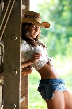 40 pics of hot southern girls. Country girls are always hotter. Girls in boots. Cowgirls in boots and daisy dukes. A country girls knows better. Hot Girls, Hot Country Girls, Country Women, Country Style, Southern Girls, Country Life, Black Girls, Sexy Cowgirl, Cowgirl Style