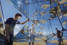 The team worked closely with the Aerospace Engineering Faculty at TU Delft, The Netherlands, to create extremely robust and light carbon fiber tubing and flexible solar panels to make the sculpture lighter than air.
