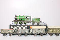 Rare Pre-War German Clockworks Bing Lner 504 Locomotive and 4 freight cars  #Bingworks