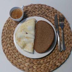 Colazioncina di oggi. Frittata di albumi, fetta di pane di segale e caffè macchiato con latte scremato #breakfast #dieta #dimagriremangiando #dimagrire #perderpeso #desayuno #regimen #colazione #albumi #segale  #caffe #buongiorno