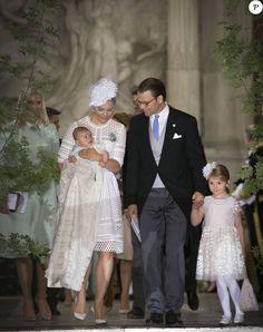 La princesse Victoria de Suède et son fils le prince Oscar, le prince Daniel de Suède et sa fille la princesse Estelle - Baptême du prince Oscar de Suède à Stockholm en Suède le 27 mai 2016.