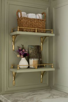 Small Shelves, Built In Shelves, Open Shelving, Build Shelves, Brass Shelving, Shelving Design, Shelf Design, Living Room Built Ins, Decoration Bedroom