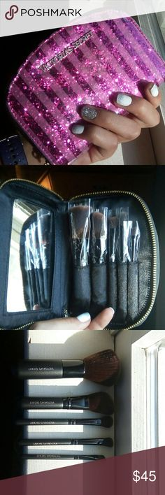 ⏬SALE!⏬Victoria's Secret Makeup Brushes Set New without tags Never used Victoria's secret No longer available from Victoria's Secret  NORMALLY GOING FOR UP TO $60! Victoria's Secret Makeup Brushes & Tools